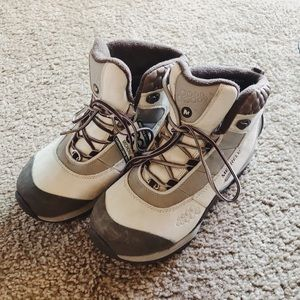Women Merrell cold weather waterproof hiking boots